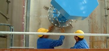 Montage d'un agitateur horizontal sur site industriel
