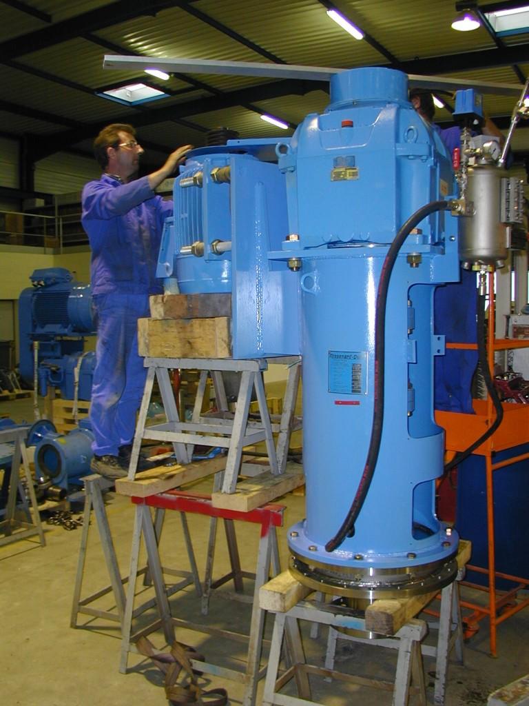 Montage d'une tête de commande d'un mélangeur industriel