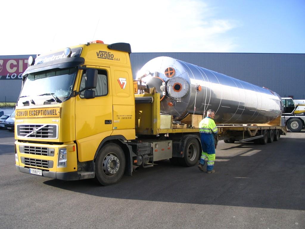 Colonne agitée transport sur camion